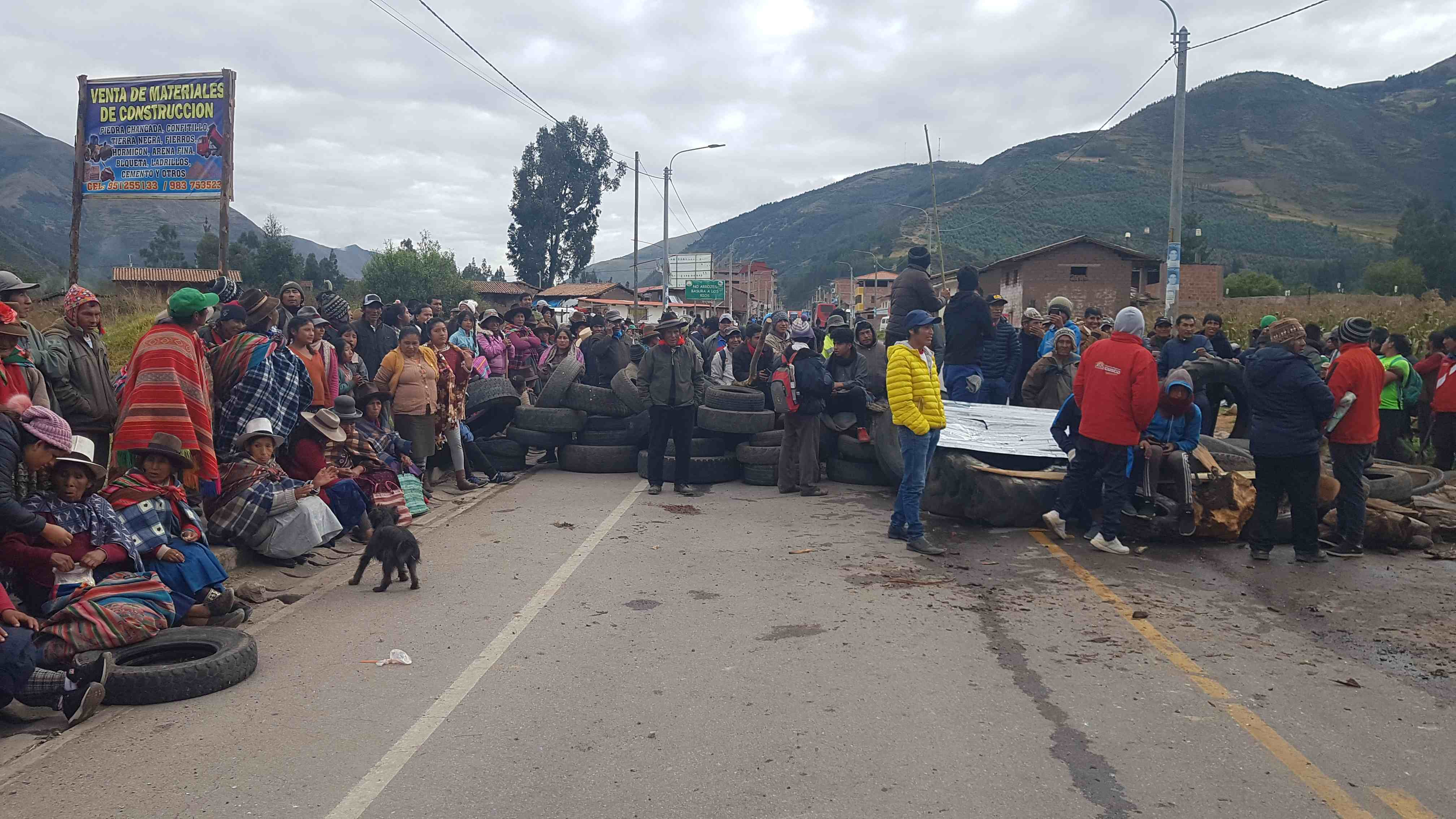 Straßenblockade von Bolivien nach Perú 🇧🇴🇵🇪